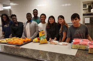 Ebben az iskolában már nincsenek magányosan szendvicset majszoló gyerekek
