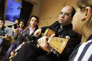 Székely János: A bevándorlási hullám segítheti a lelki megújulást