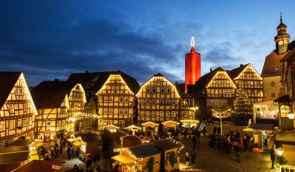 web3-photo-of-the-day-advent-candle-germany-largest-schlitz-043_dpa-pa_171202-99-116148_dpai-andreas-arnold-dpa-afp.jpg