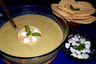 Cukkíni krémleves gluténmentes paprikás kukoricatallérral és mozarellával