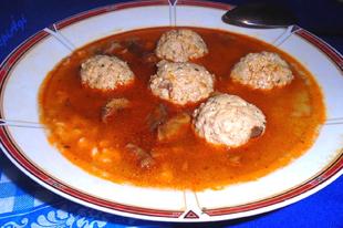 Húsgombóc leves rókagombával és házi csipetkével