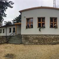 Mutáns turistaház a Hármashatár-hegyen