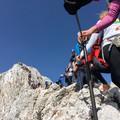 Bizony, néha 3000 m magasban is sorba kell állni