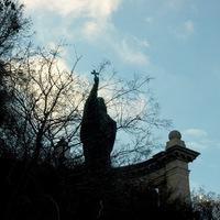 Szólt a király: légyenek szobrok!