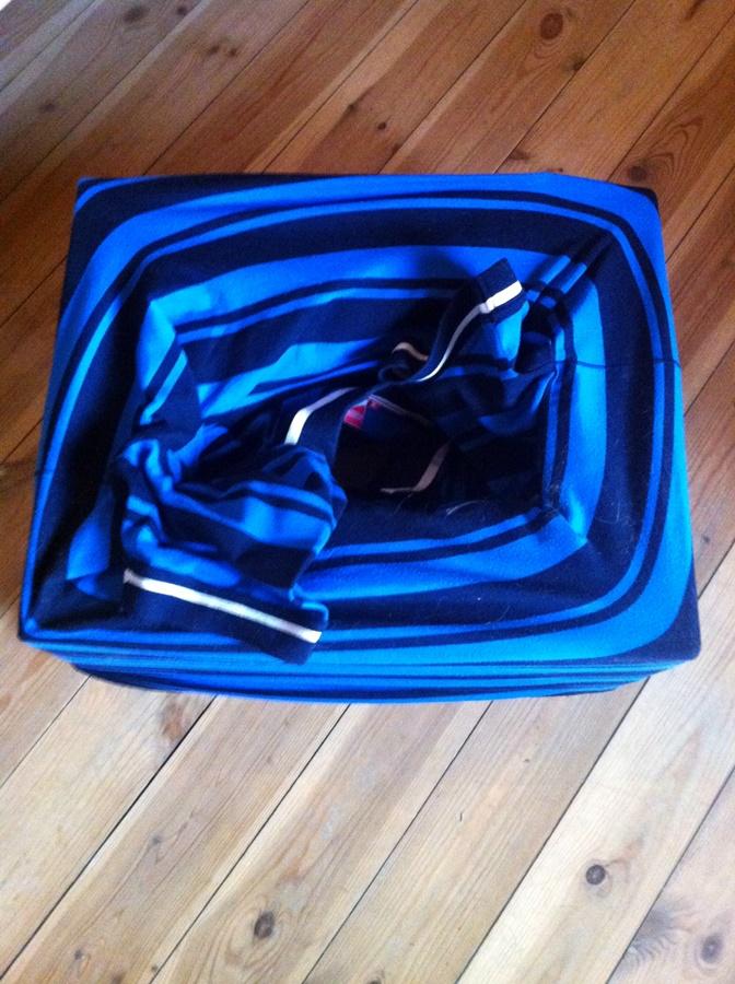 4. lépés: Húzd rá dobozra a polót!