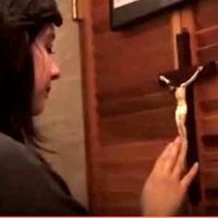 Díjnyertes videó a gyónásról, egy percben