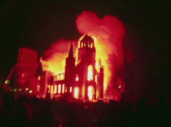 iglesia-en-llamas_2.jpg
