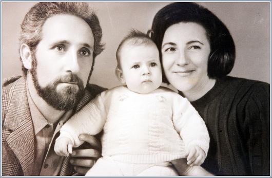 gyer_chiara-luce-badano-with-her-parents530.jpg
