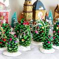 Apró karácsonyfák tobozból