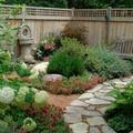 Különleges kerti járdák, stílusos lépőkövek házilag