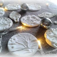 Csodálatos karácsonyfadíszek házi porcelángyurmából