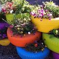 Újrahasznosítás: virágoskert gumiabroncsból