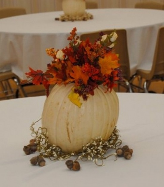 awesome-pumpkin-centerpieces-for-fall-and-halloween-table-7-554x633.jpg