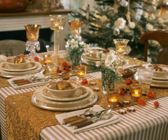 christmas-holiday-table-decorations-9.jpg