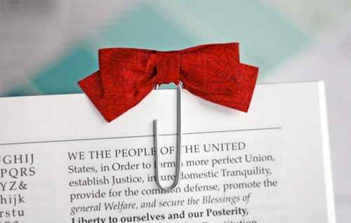 red-bow-paperclip-bookmark.jpg