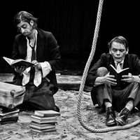 Élt 32 előadást – Tegnap temették a Rosencrantz és Guildenstern halottat