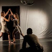 Indiai felnőttmesék zenével – Mozgásszínházi bemutatóra készül a FAQ