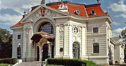 Tizenöt bemutató és egy izgalmas évad a kecskeméti Katona József Színházban