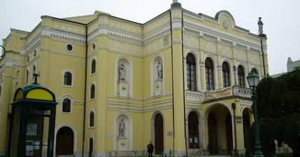 Hat és fél milliárd forintból épül újjá a debreceni Csokonai Színház