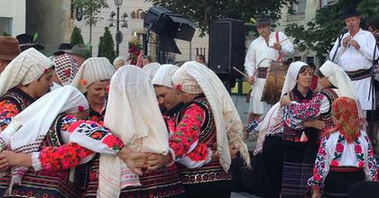 Leánybúcsútól a menyasszonyrablásig - Moldvai hagyományőrzők Budapesten