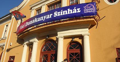 A váci színháznak ki kell adnia az Ákos-koncert szerződéseit