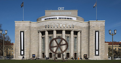 A városvezetés elleni tiltakozásul elfoglalták a berlini Volksbühnét