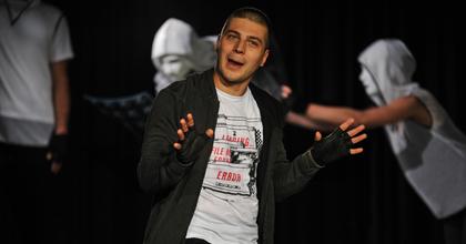 Kapufa és öngól – Különös tinédzserszerelem Nagyváradon