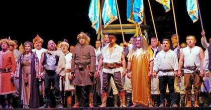 Tízezrek vettek részt a Csaba királyfi csíksomlyói díszbemutatóján