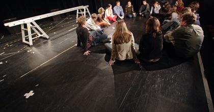 Színházpedagógiai műsorfüzetet jelentetett meg a Kolibri