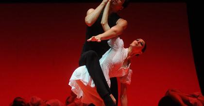 15 előadás, 4 táncház - Elkezdődött a 10. Pécsi Nemzetközi Tánctalálkozó