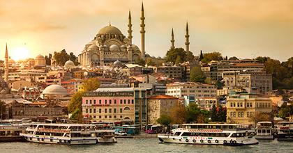 Már a színházakban is tisztogatnak Törökországban
