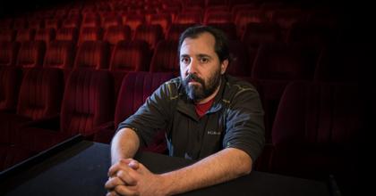 Schilling Árpád állandó dramaturgot keres