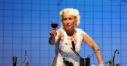 150 tükörtojás, 200 sültburgonya és 10 liter bor