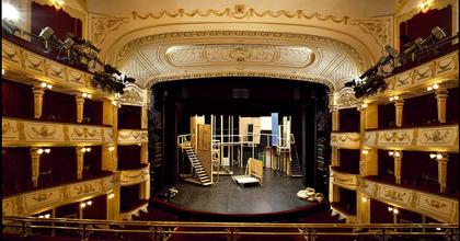 Kellékest keres a Vígszínház