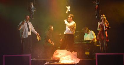 Stand up tragedy-t és minimál-szürreál musicalt visznek az aradiak Nagybányára