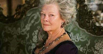 Judi Dench Viktória királynőt alakítja Stephen Frears filmjében