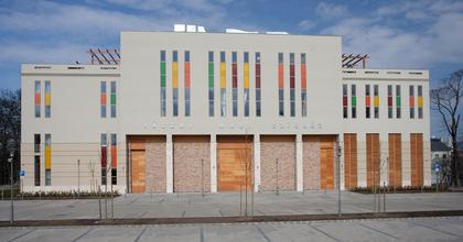 Három állást hirdet a tatabányai színház