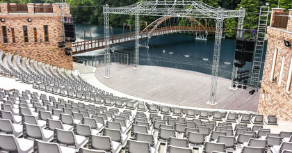 Technikailag és esztétikailag is megújult a Szarvasi Vízi Színház