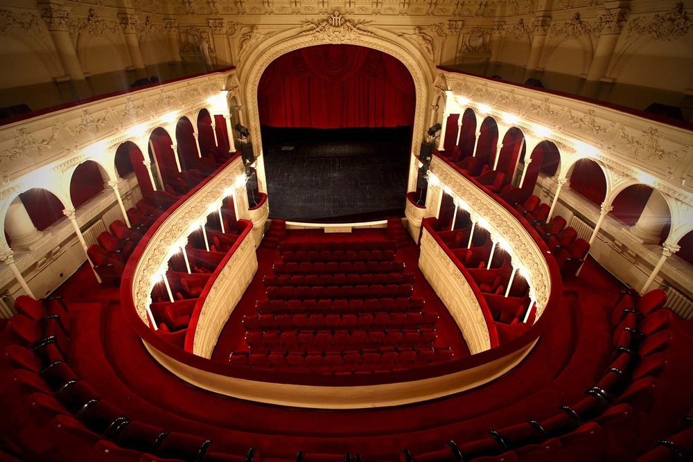 sala-majestic-interior_0.jpg