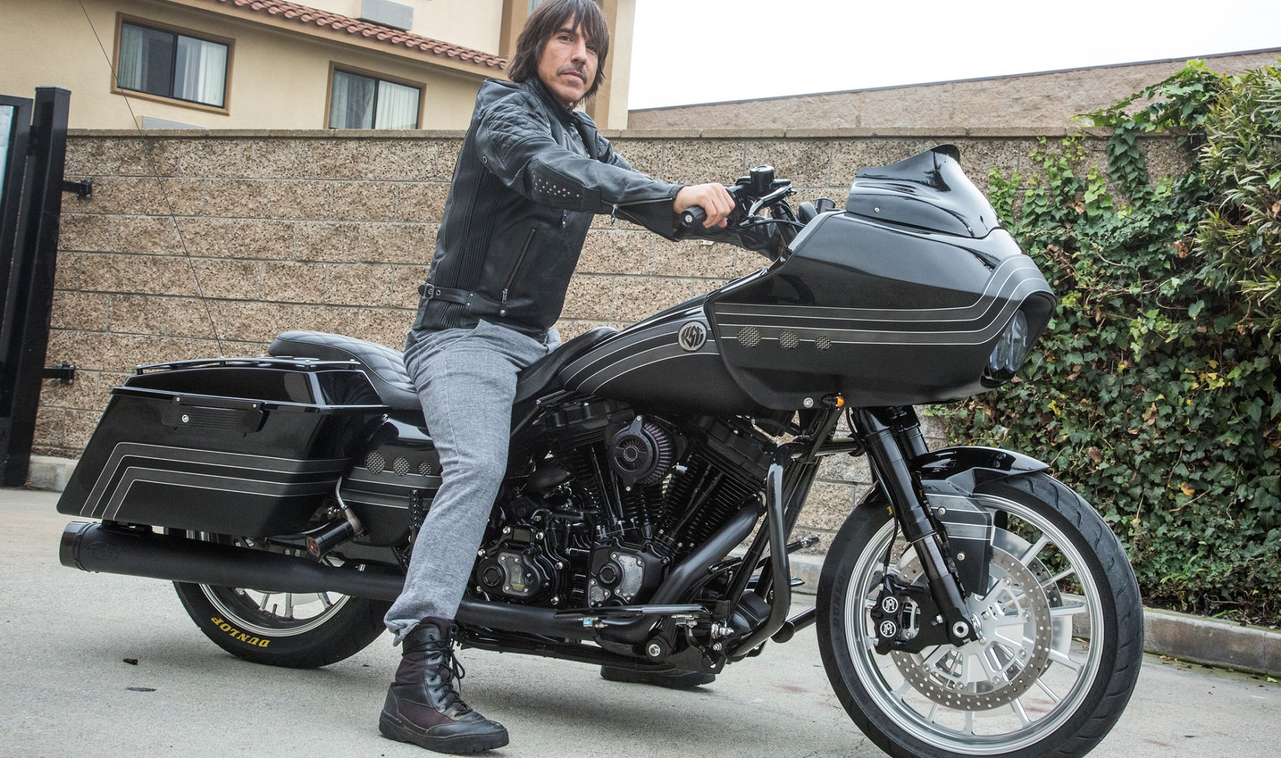 anthony-kiedis-roadglide.jpg