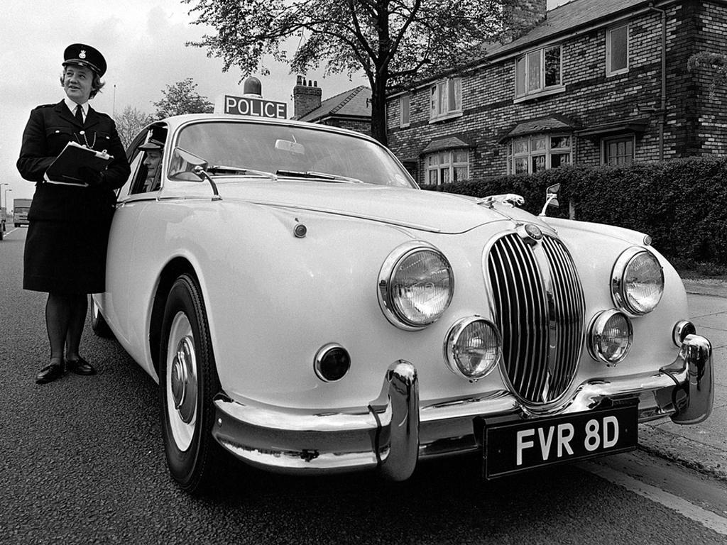 jaguar_mark_2_police.jpg