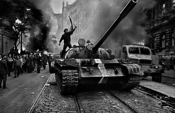 Tank_T-62 prague.jpg