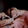 Figyeljék Uri kezét, mert csal!