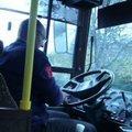 Így vezess buszt a könyököddel!