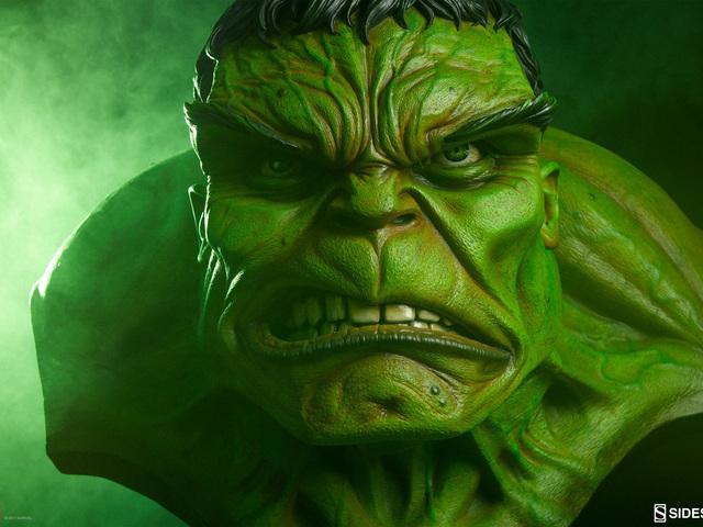 Hulk életnagyságú mellszobor