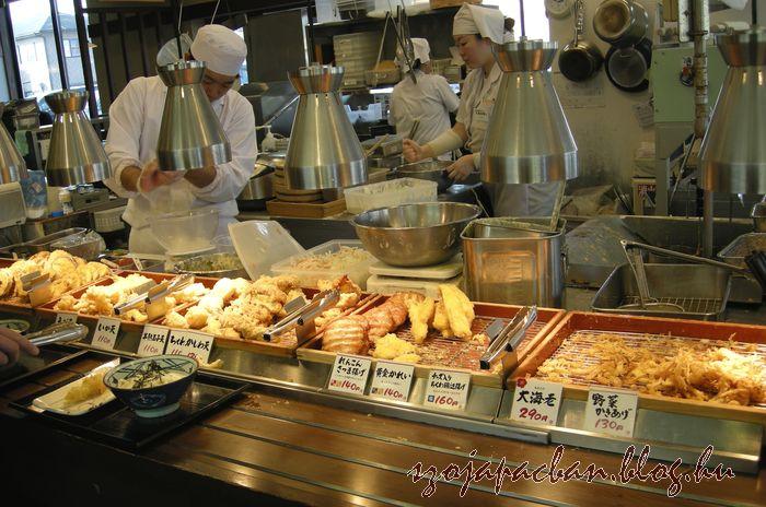 tempura és egyéb kiegészítő fogások.