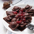 Csokis ravioli áfonyaszósszal