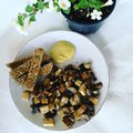 Another amazing #veganbreakfast  Roasted mushroom and #tofu (from #lidl )with garlic and soy sauce  #wholegrainbread by me Warm #hummus with #turmeric and #cumin  #vegan  #veganinhungary #miteszikavegagyerek #miteszikavegagyerekmamaja #miteszikagyerek #mitesznekavegak #mitesznekaveganok #whatveganseat #whatvegankidseat #breakfast #