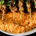 Csirkés kebab paradicsomos piláffal