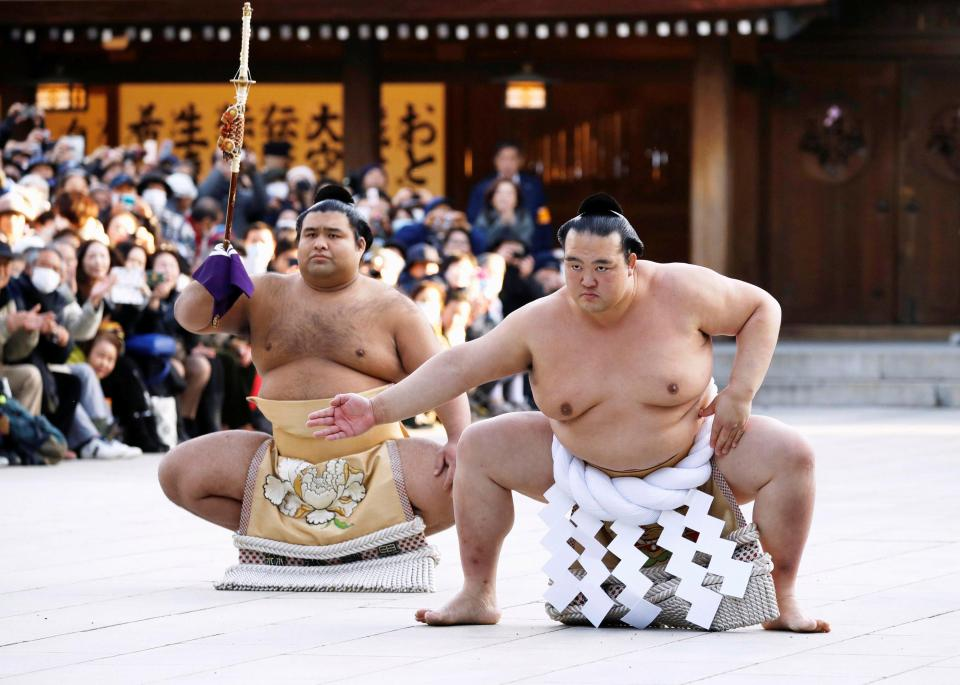 20170605-kisenosato-yokozuna-dohyo-iri-takayasu.jpg